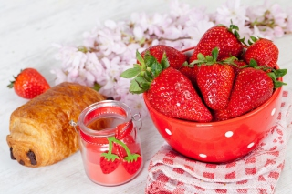 Strawberry, jam and croissant sfondi gratuiti per cellulari Android, iPhone, iPad e desktop