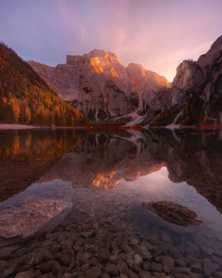 Mountain Lake sfondi gratuiti per iPhone 4S