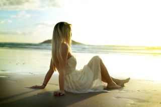 Blonde on Beach Background for Android, iPhone and iPad