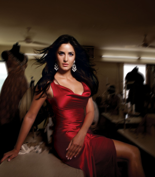 Katrina Kaif Red Dress sfondi gratuiti per Nokia Lumia 800