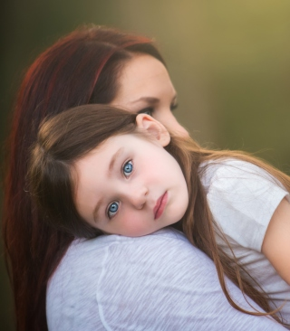 Mom And Daughter With Blue Eyes - Obrázkek zdarma pro 768x1280