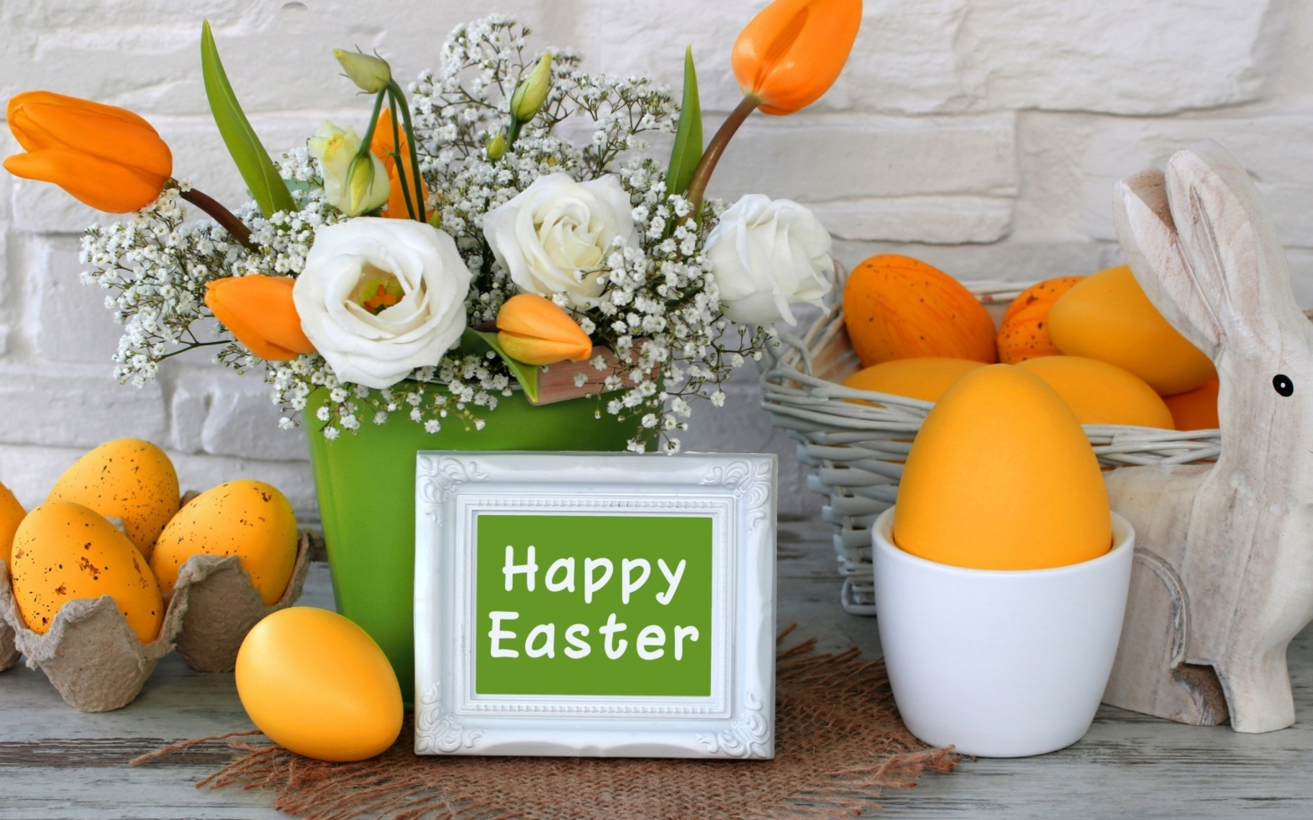 Screenshot №1 pro téma Easter decoration with yellow eggs and bunny 2560x1600