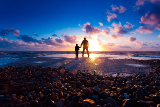 Father And Son On Beach At Sunset - Fondos de pantalla gratis