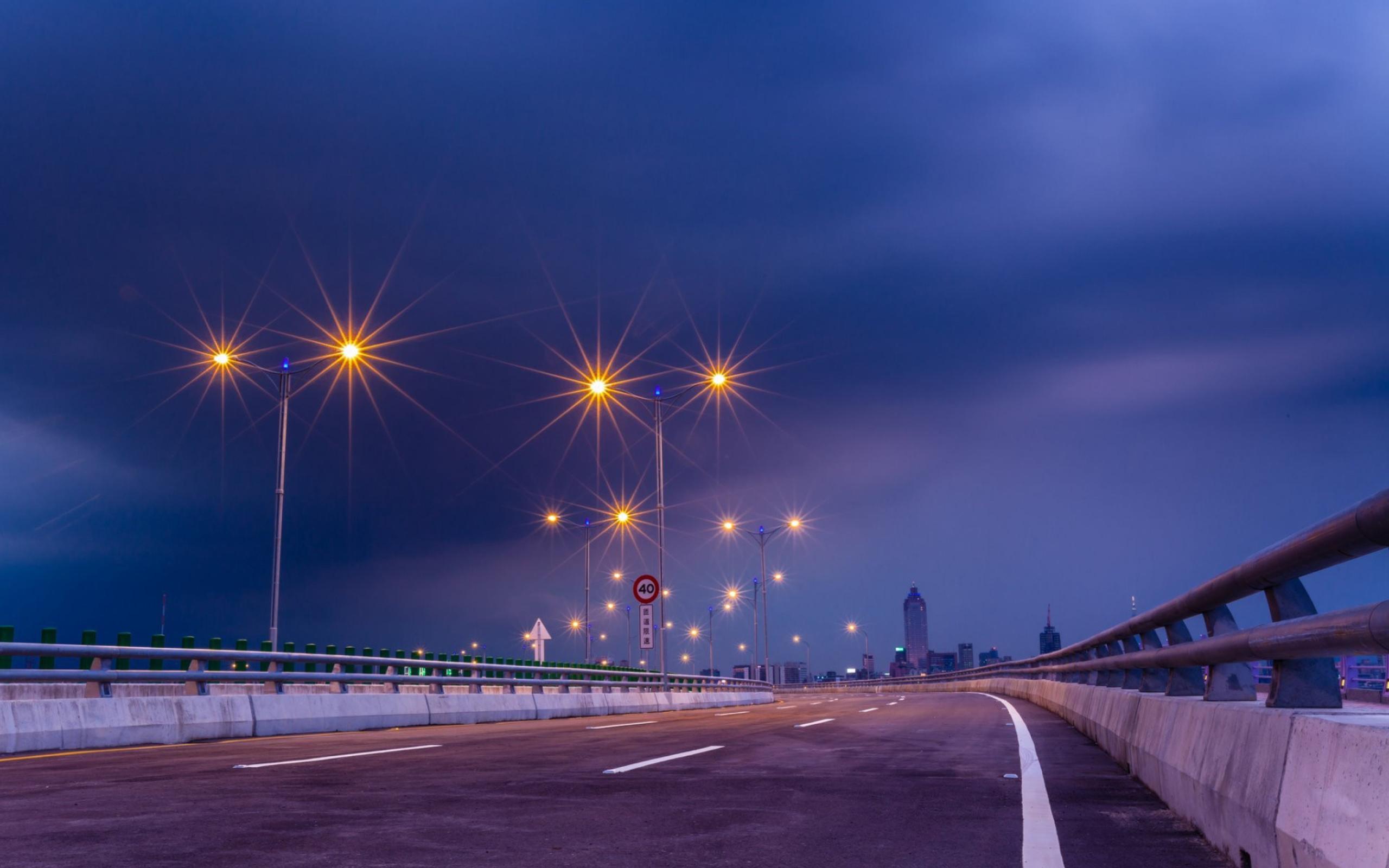 фиолетовые фонари над мостом скачать