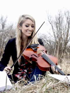 Das Blonde Girl Playing Violin Wallpaper 240x320