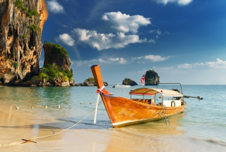 Free Boat On Beach Picture for Android, iPhone and iPad