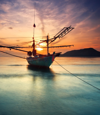 Free Beautiful Ship At Sunset Picture for Nokia Asha 311