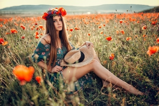 Free Girl in Poppy Field Picture for HTC Wildfire