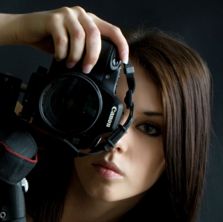 Girl Photographer Wallpaper for 208x208