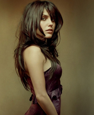 Free Beautiful Brunette Picture for 128x160