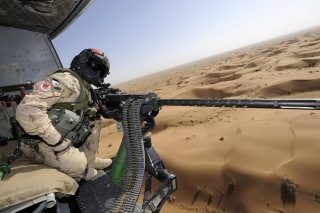 Machine Gun with Soldiers Picture for Desktop 1280x720 HDTV