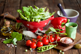Red Cherry Tomatoes And Peas sfondi gratuiti per 1080x960