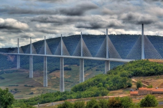 Free Viaduc De Millau In France Picture for Android, iPhone and iPad