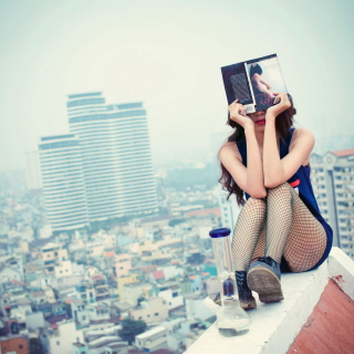 Girl With Book Sitting On Roof - Fondos de pantalla gratis para iPad 2
