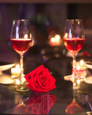 Kostenloses Romantic evening with wine Wallpaper für Nokia Asha 308