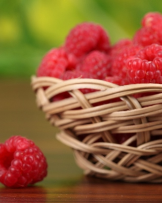 Basket Of Raspberries Picture for iPhone 5