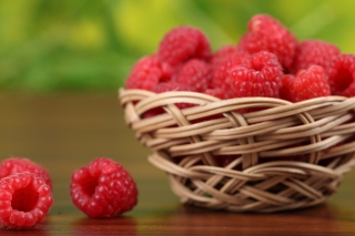 Обои Basket Of Raspberries на телефон LG P700 Optimus L7