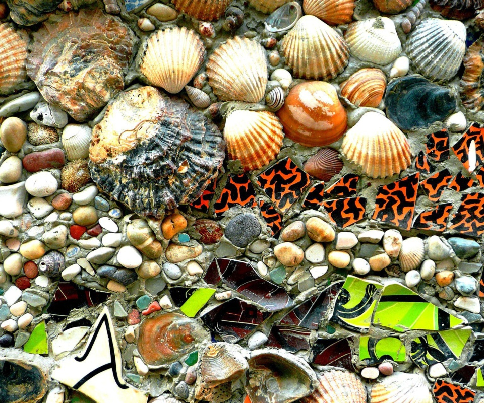 Shells and Pebbles wallpaper 960x800