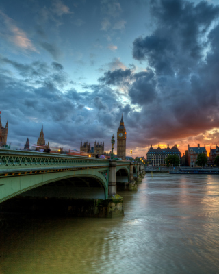 Westminster bridge on Thames River Background for iPhone 6 Plus