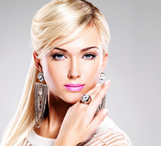 Beautiful Blonde Model Wearing Fashion Jewelry - Obrázkek zdarma pro 2048x2048