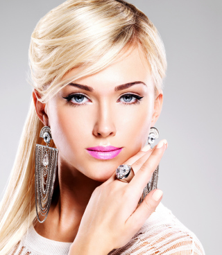 Beautiful Blonde Model Wearing Fashion Jewelry - Obrázkek zdarma pro Nokia C1-01
