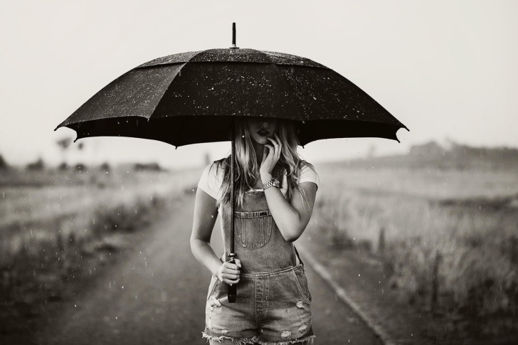 Sfondi Girl Under Black Umbrella
