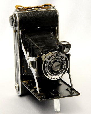 Free Coronet Vintage Retro Camera Picture for Nokia C2-05
