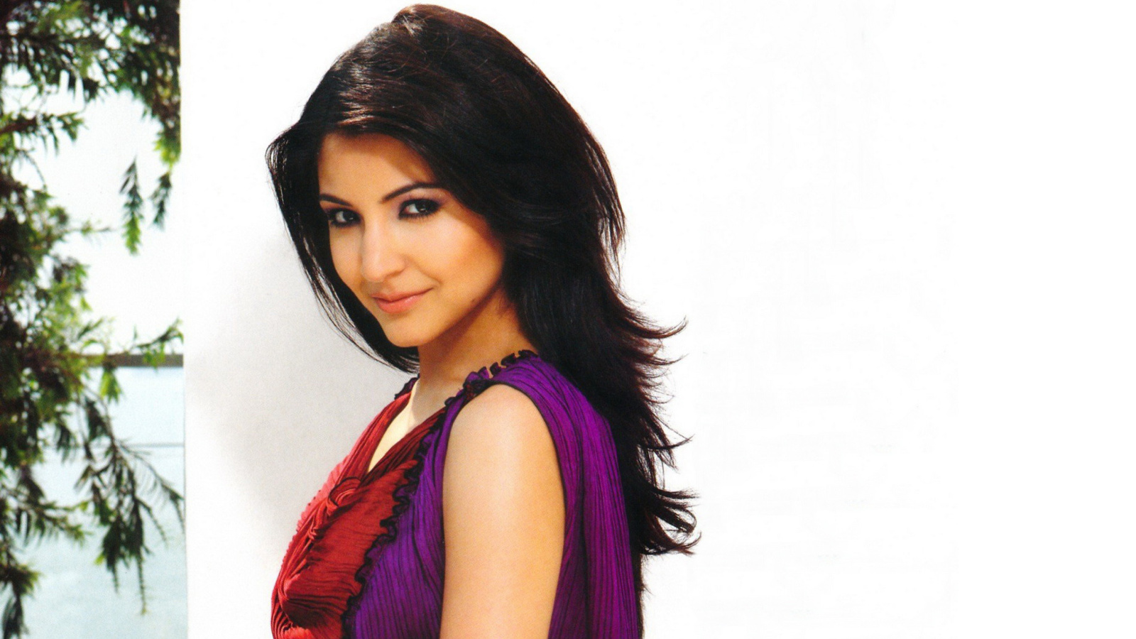 Screenshot №1 pro téma Anushka Sharma from Rab Ne Bana Di Jodi 1600x900
