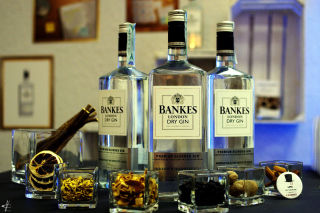 Dry Gin Bankers Picture for Android, iPhone and iPad