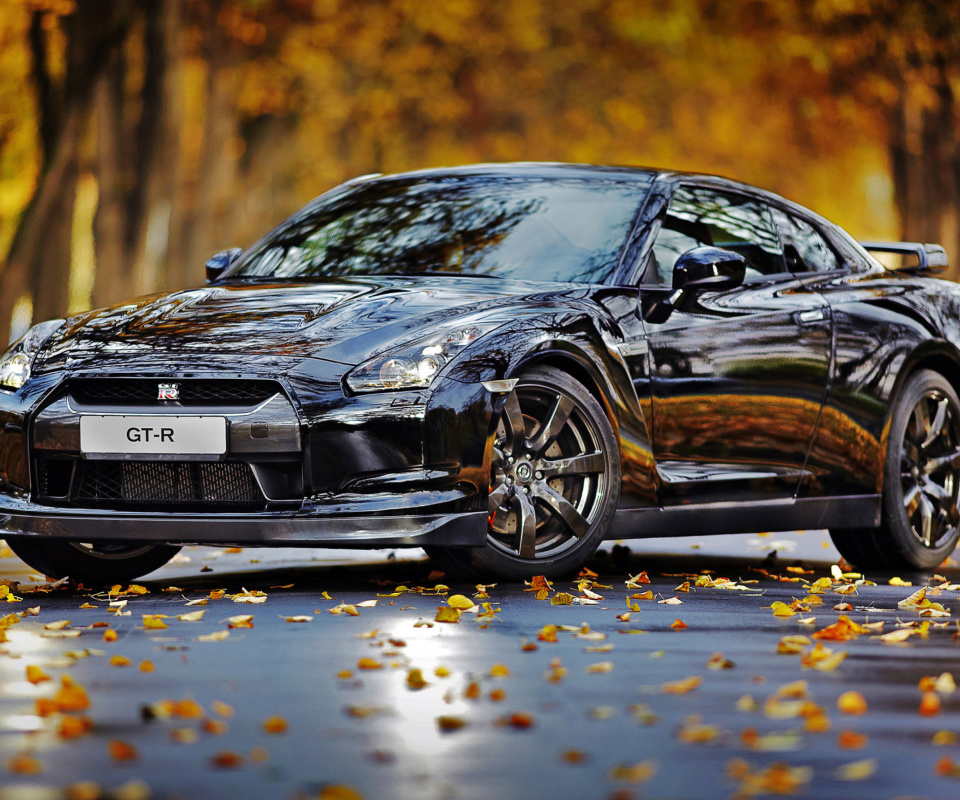Sfondi Nissan GT R in Autumn Forest 960x800