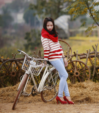 Обои Girl On Bicycle для Nokia C6