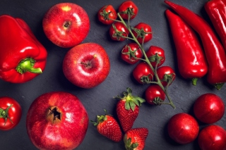 Red fruits and vegetables - Obrázkek zdarma pro 1366x768