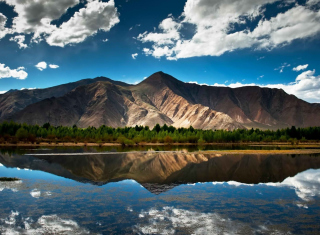 Mountain Lake In Chile Background for Android, iPhone and iPad