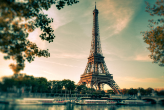 Free Eiffel Tower In Paris Picture for Android, iPhone and iPad