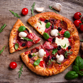 Pizza with mushrooms and olives - Fondos de pantalla gratis para 1024x1024