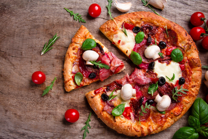 Pizza with mushrooms and olives wallpaper