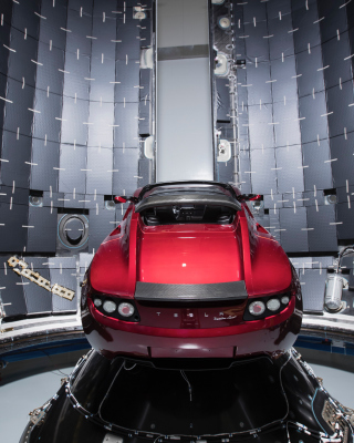 Kostenloses SpaceX Starman Tesla Roadster Wallpaper für iPhone 6 Plus