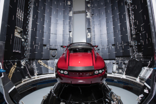Free SpaceX Starman Tesla Roadster Picture for Samsung I9080 Galaxy Grand