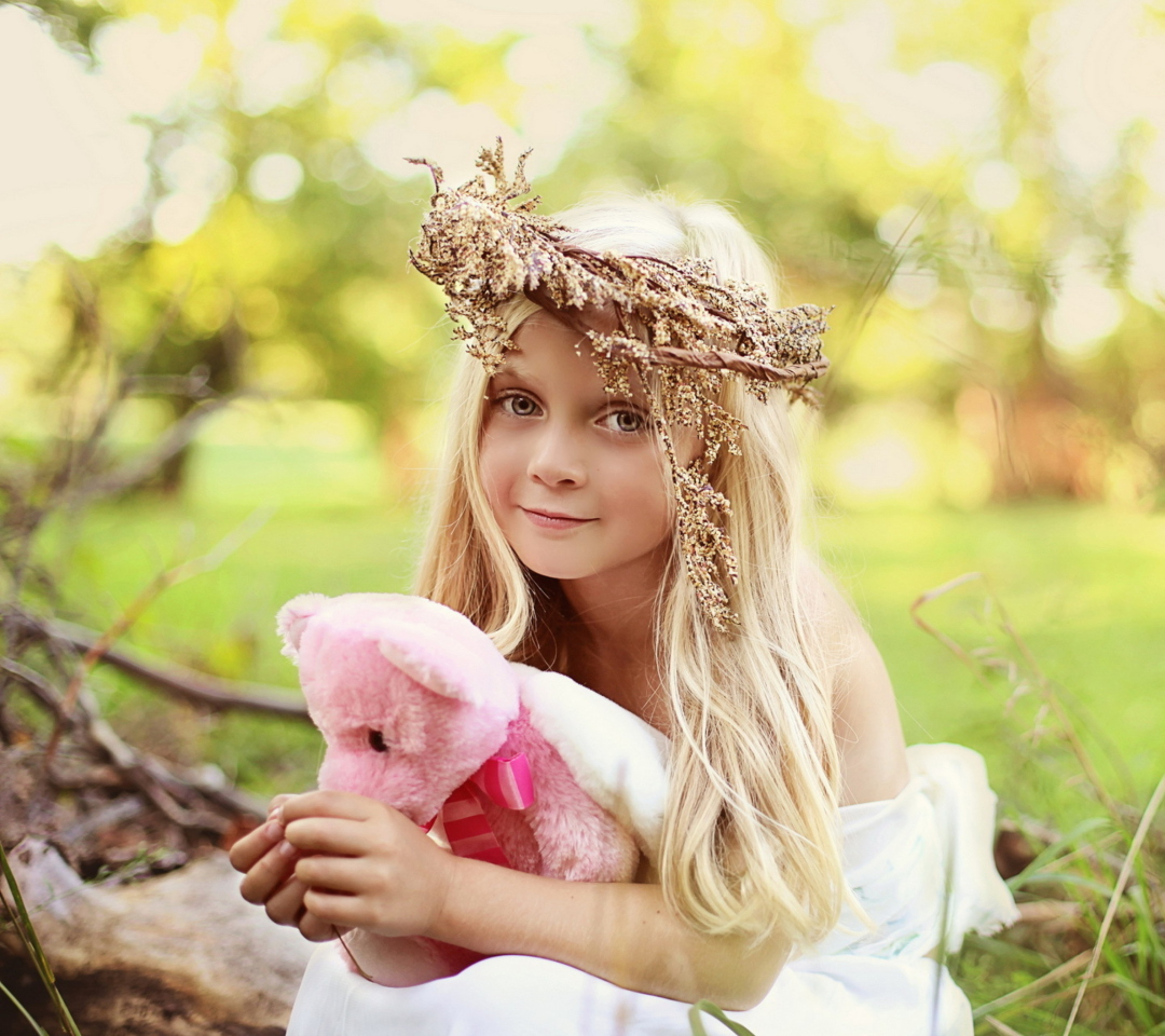 Screenshot №1 pro téma Little Girl With Pink Teddy 1080x960