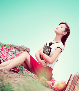 Asian Girl Enjoying Picnic sfondi gratuiti per iPhone 6 Plus