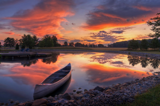 Free Canoe At Sunset Picture for Fullscreen Desktop 1280x960