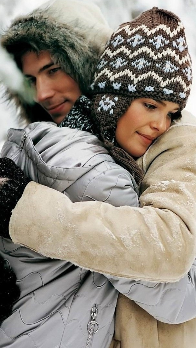 Romantic winter hugs screenshot #1 640x1136
