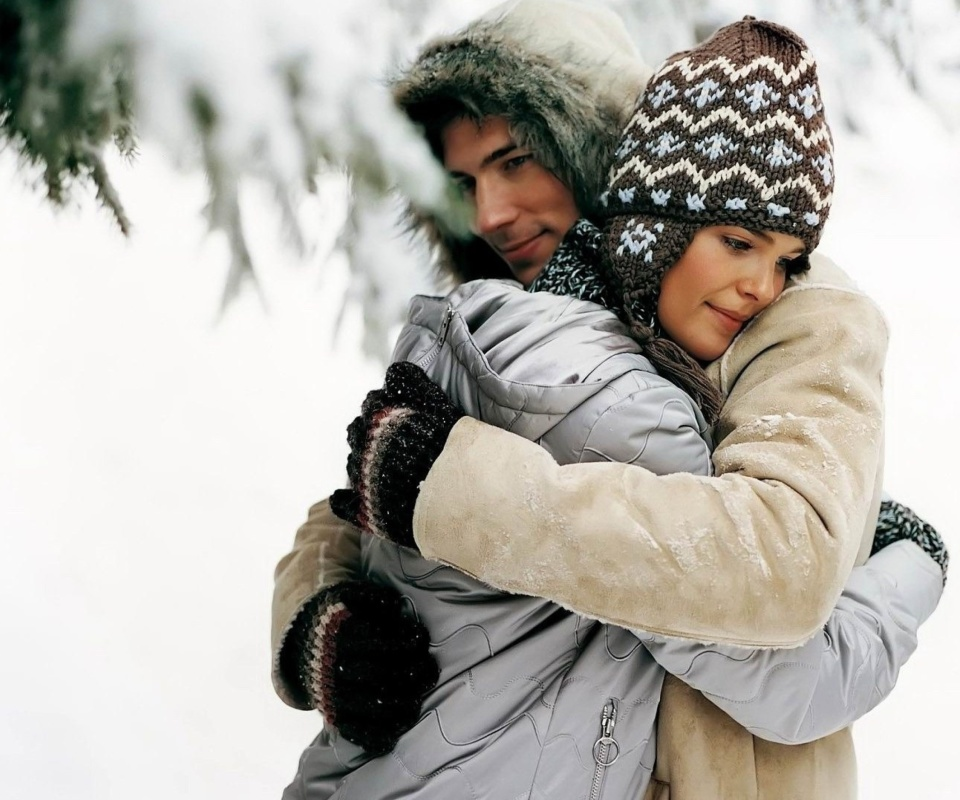 Screenshot №1 pro téma Romantic winter hugs 960x800