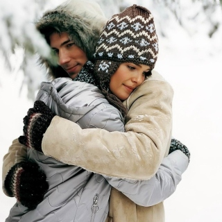 Romantic winter hugs Picture for 1024x1024