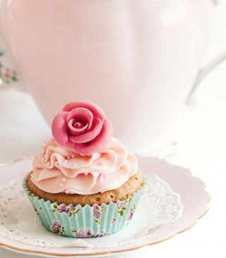 Free Vintage Style Cupcake Picture for HTC Titan