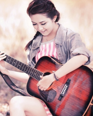 Kostenloses Chinese girl with guitar Wallpaper für 320x480