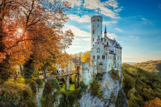 Lichtenstein Castle in Wurttemberg Background for Samsung P1000 Galaxy Tab