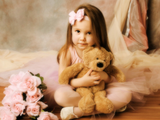 Screenshot №1 pro téma Cute Little Girl With Teddy Bear 320x240