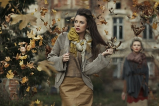 Free Autumn Girl Picture for 1366x768