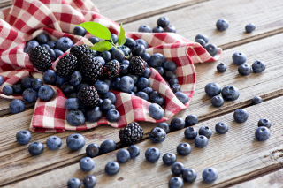Blueberries And Blackberries - Obrázkek zdarma